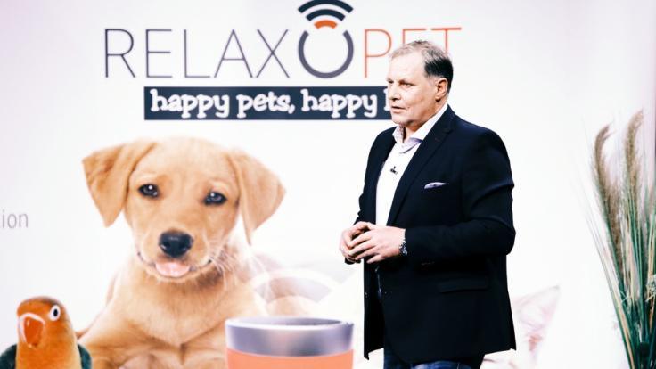 Frank Bendix aus Meschede präsentiert mit RelaxoPet ein Klangwellengerät zur Enstspannung von Tieren. Er erhofft sich ein Investment von 100.000 Euro für 10 Prozent der Anteile an seinem Unternehmen..
