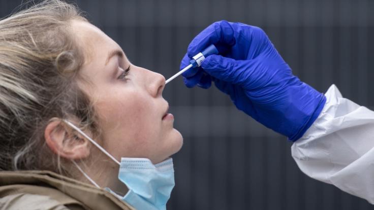 Die Zahl der Coronavirus-Neuinfektionen in Deutschland hat am 20. November 2020 mit mehr als 23.600 Fällen einen traurigen Höchststand erreicht. (Foto)