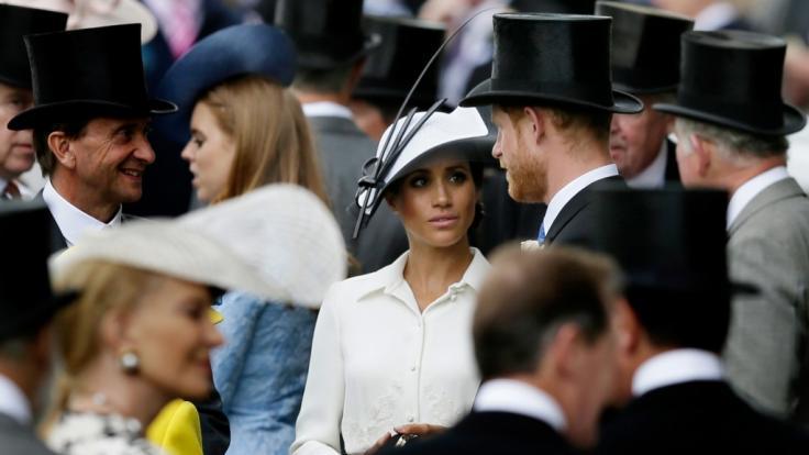 Meghan Markle und ihr Ehemann Prinz Harry beehrten das Pferderennen in Royal Ascot. (Foto)