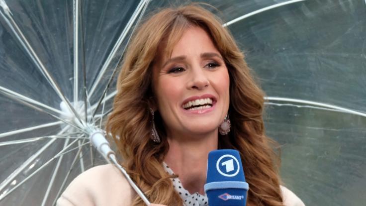 Mareile Höppner präsentiert sich sexy in Lederhose. (Foto)