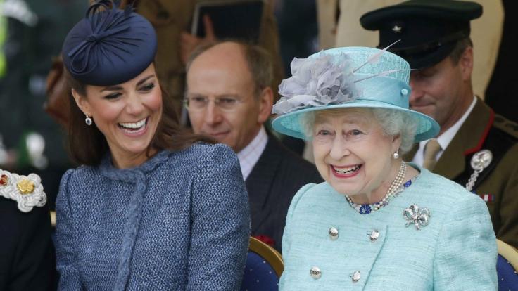 Kate Middleton und Queen Elizabeth II. verstehen sich blendend.