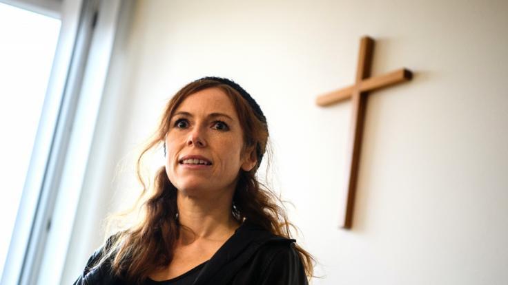 Ex-TV-Nonne Antje Mönning zieht für Musikvideo blank. (Foto)