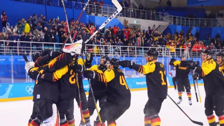 Der deutschen Eishockey-Nationalmannschaft ist bei den Olympischen Winterspielen in Pyeongchang mit dem Sieg gegen Weltmeister Schweden eine Sensation geglückt. (Foto)