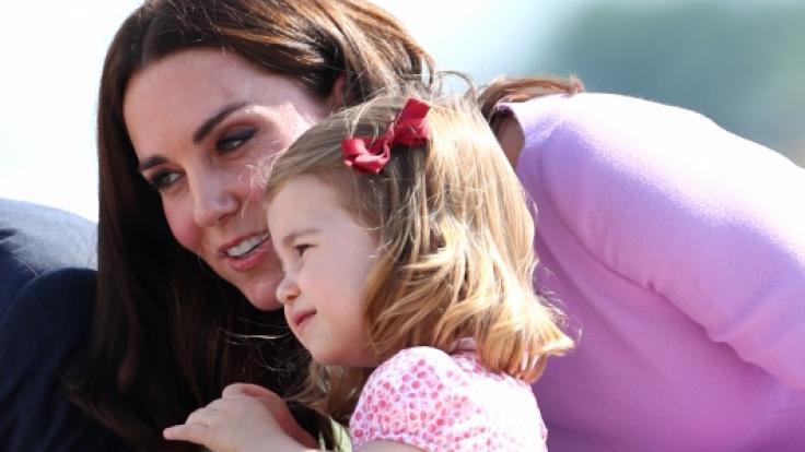 Kates kleiner Sonnenschein: Prinzessin Charlotte hat die Royals-Fans längst um den kleinen Finger gewickelt.