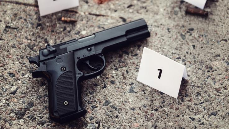 Kurz vor seinem vierten Geburtstag starb ein kleiner Junge in Miami - das Kind wurde bei einer Schießerei tödlich verletzt (Symbolbild).