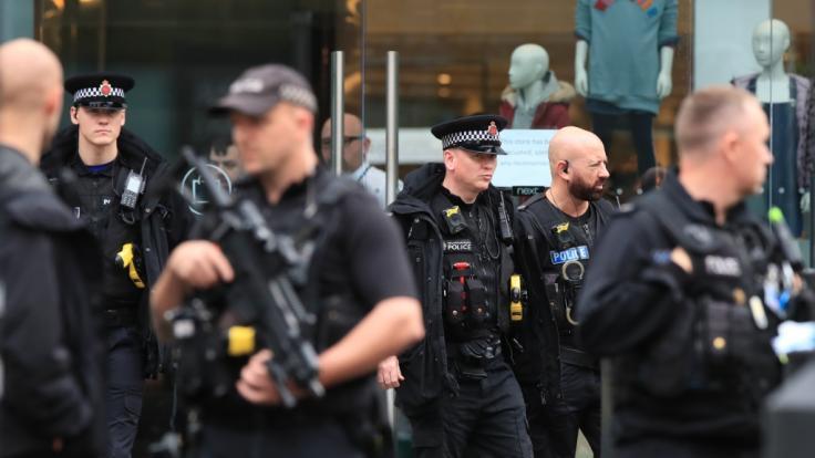 Nach einer Messerstecherei in Manchester mit fünf Verletzten ermittelt eine Anti-Terror-Einheit der Polizei. (Foto)