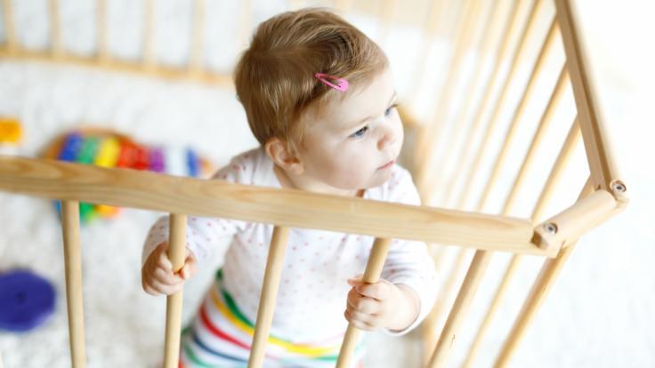 Aus Sicherheitsgründen ruft der Hersteller Bisal Baby-Laufgitter zurück (Symbolbild). (Foto)