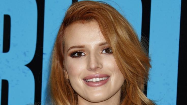 In ihrem neuesten Musikvideo tauscht Bella Thorne heiße Zärtlichkeiten mit der Porno-Darstellerin Abella Danger aus. YouTube sperrte den Clip, doch Bella postet ihn bei Instagram. (Foto)