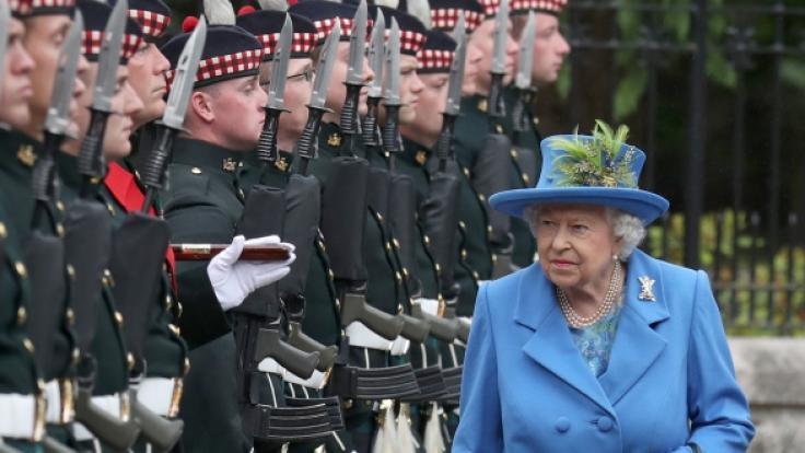 Weil sie eine Corona-Party gefeiert hatten, mussten Mitglieder der königlichen Garde ins Gefängnis.
