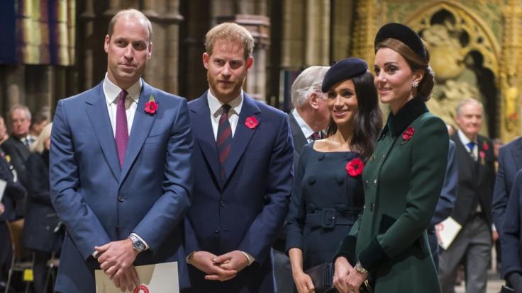 Mit kleine Details schafft es Kate Middleton (r.) immer wieder, ihre Schwägerin Meghan Markle (2.v.r.) in den Schatten zu stellen. (Foto)