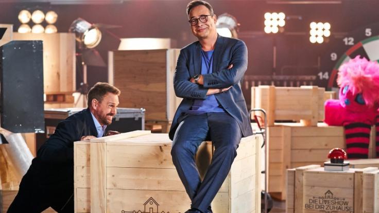 "Steven Gätjen und Matthias Opdenhövel moderieren""Die Live-Show bei dir zuhause"". (Foto)"