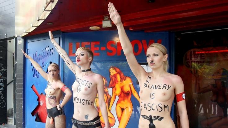 Viel nackte Haut und radikale Symbolik - das ist das Rezept von Femen.