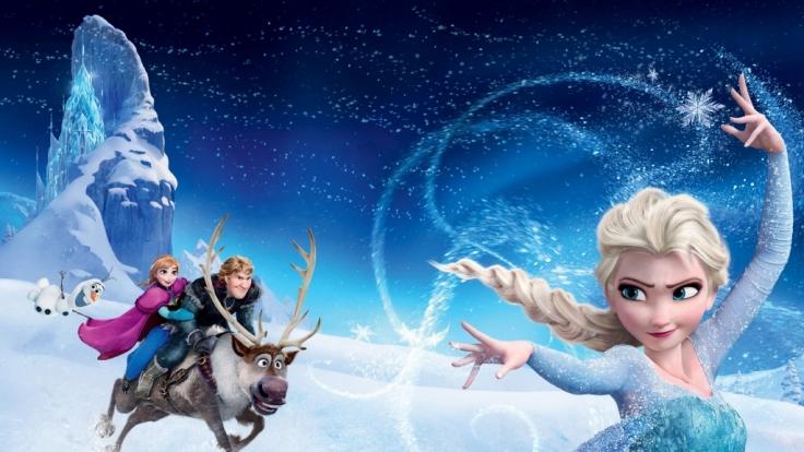 """Prinzessin Anna mit Schneemann Olaf, Kristoff und Rentier Sven auf der Suche nach ihrer Schwester Elsa, """"Die Eiskönigin"""". (Foto)"""