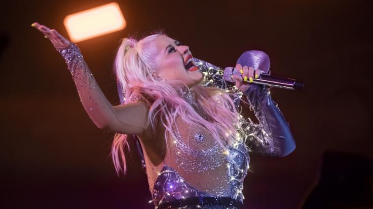 Christina Aguilera lässt schon wieder die Hüllen fallen. (Foto)