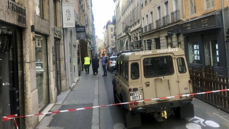 In der Innenstadt von Lyon (Frankreich) wurden bei einer Explosion mehrere Menschen verletzt.