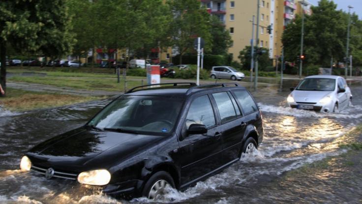 Durch Starkregen standen in Berlin zahlreiche Straßen unter Wasser. (Foto)