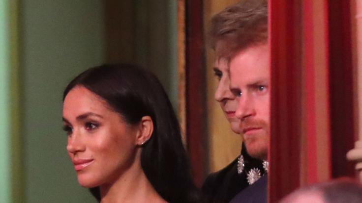 Der britische Prinz Harry (r) und seine Frau Meghan, Herzogin von Sussex, bei der jährlich stattfindenden Royal British Legion Festival of Remembrance in der Royal Albert Hall. (Foto)