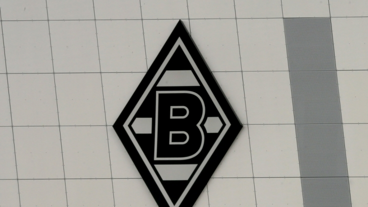 Das Wappen von Borussia Mönchengladbach prangt über dem Borussia-Park. (Symbolbild) (Foto)