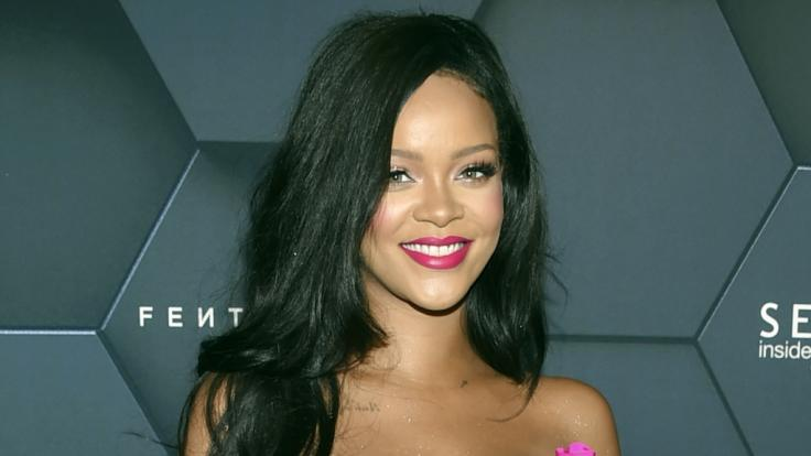 Sängerin Rihanna liefert ihren Fans bei Instagram eine äußerst sexy Dessous-Show.