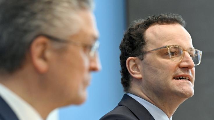 Lothar Wieler (l), Präsident vom Robert Koch-Institut (RKI), und Bundesgesundheitsminister Jens Spahn (CDU).