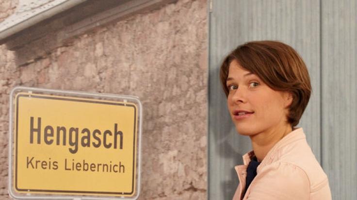 """Meike Droste hat sich als biedere Dorfpolizistin Bärbel Schmied in """"Mord mit Aussicht"""" in die Herzen des TV-Publikums gespielt. (Foto)"""