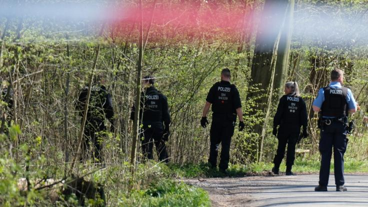 Eine 37-Jährige ist nach einem brutalen Angriff im Leipziger Auwald gestorben.