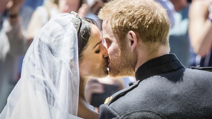 Seit dem 19. Mai 2018 Mann und Frau: Prinz Harry und Meghan Markle besiegeln ihre Liebe mit einem Kuss. (Foto)