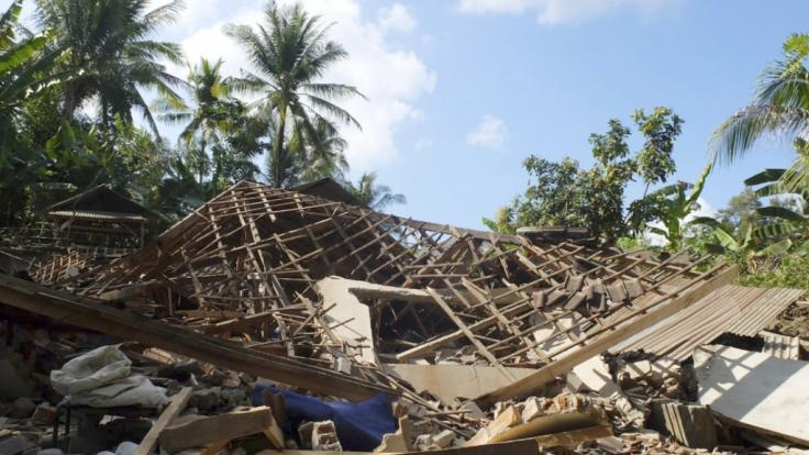 Bei einem Erdbeben vor Lombok sind mindestens 90 Menschen ums Leben gekommen.