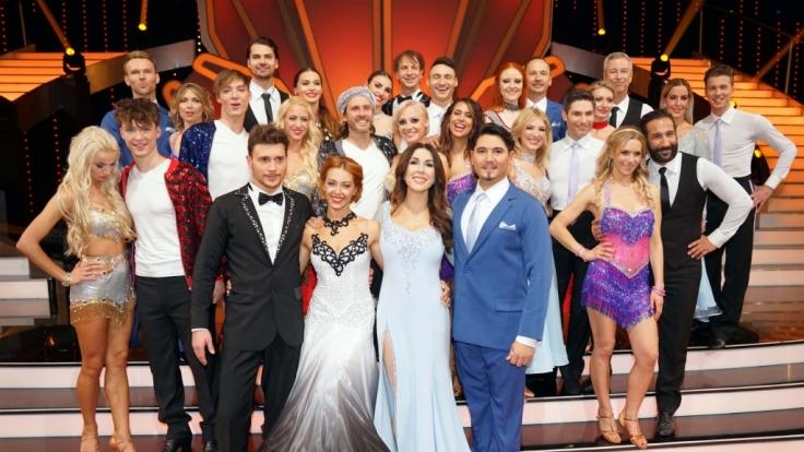 """Diese 14 Tanzpaare kämpfen um den Siegerpokal bei """"Let's Dance"""" 2018. (Foto)"""