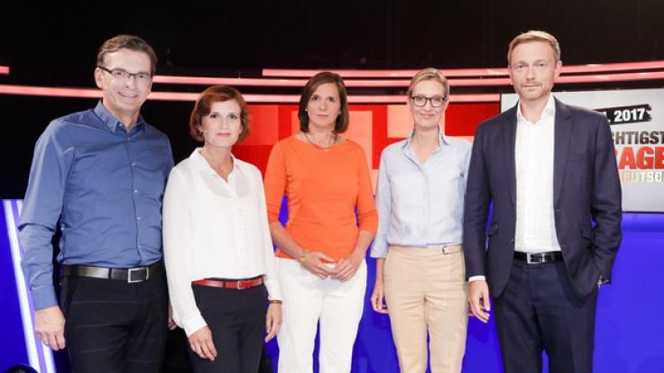 Moderator Claus Strunz mit (v.l.n.r.): Linke-Chefin Katja Kipping, Grünen-Spitzenkandidatin Katrin Göring-Eckardt, AfD-Spitzenkandidatin Alice Weidel und FDP-Chef Christian Lindner.