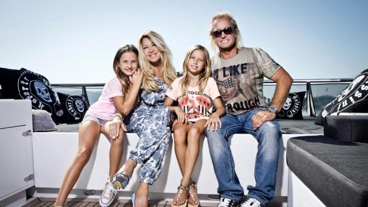 Die Geissens mit ihren Töchtern Davina Shakira (links) und Shania Tyra (rechts).