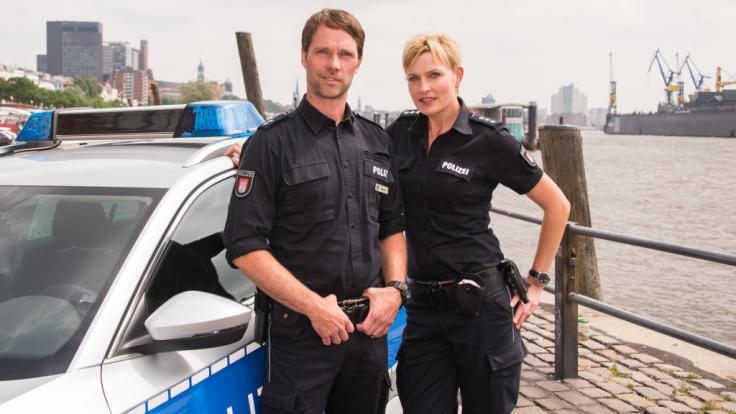 """Sanna Englund als Melanie Hansen (r.) und ihr Kollege Matthias Schloo als Mattes Seeler in """"Notruf Hafenkante"""". (Foto)"""