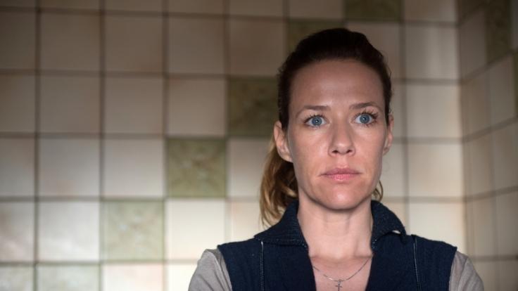 Jutta (Alexandra Neldel) macht sich Sorgen, dass ihr Vater alte Wunden wieder aufreißt.