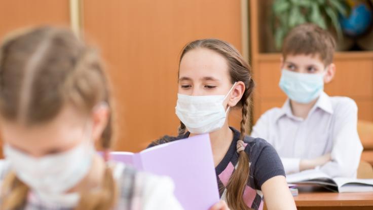 NRW führte als erstes Bundesland eine generelle Maskenpflicht an Schulen ein. Werden andere nachziehen?