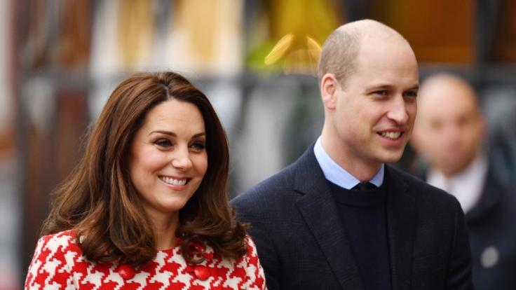Kate Middleton und Prinz William sehen der Geburt ihres dritten Kindes gespannt entgegen. (Foto)