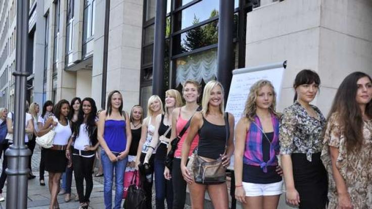 Schlange stehen fürs Schaulaufen: Nicht mal 50 Mädchen kamen zum GNTM-Casting nach Leipzig. (Foto)