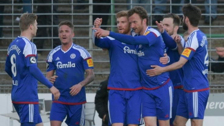 Holstein Kiel muss am 36. Spieltag der 3. Fußball-Bundesliga gegen Hansa Rostock ran. (Foto)