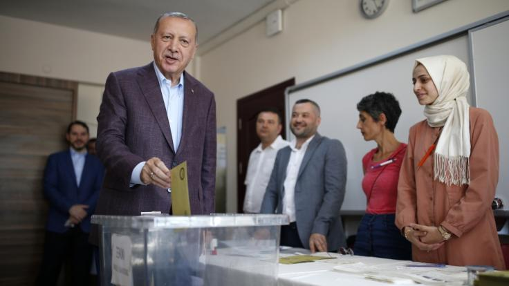 Der Oppositionskandidat Ekrem Imamoglu hat die Bürgermeisterwahl in Istanbul gewonnen. Sein Gegner, der ehemalige Ministerpräsident Binali Yildirim aus der Erdogan-Partei AKP, musste sich geschlagen geben. (Foto)