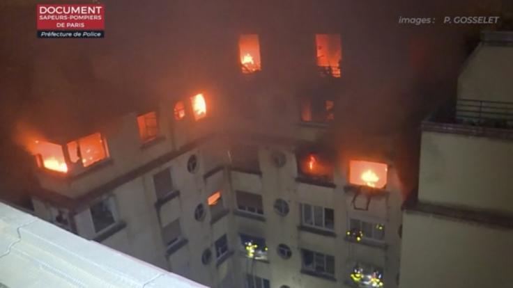 War es Brandstiftung? Die Polizei soll nach dem Feuer eine Hausbewohnerin verhaftet haben.