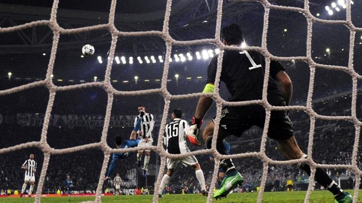 Mit einem spektakulären Fallrückzieher brachte Cristiano Ronaldo seinen Verein Real Madrid im Champions-League-Spiel gegen Juventus Turin in der 64. Minute 2:0 in Führung.