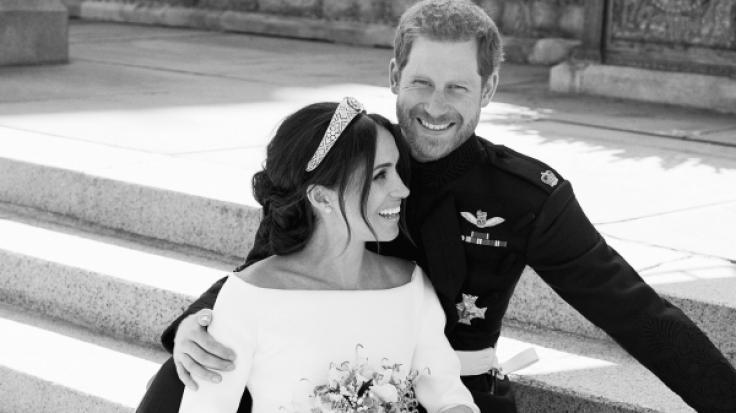 Meghan Markle und Prinz Harry grüßen nach ihrer Hochzeit als Herzogin und Herzog von Sussex. (Foto)