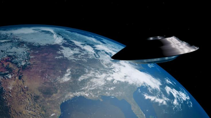 Piloten der US-Navi Fliegerstaffel haben Berichten zu Folge in den Jahren 2014 und 2015 regelmäßige UFO-Sichtungen via Infrarot-Kamera aufgenommen und dokumentiert.