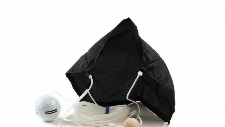 Der Golfschirm ist ein witziges und praktisches Gadget für jeden Golfschüler.