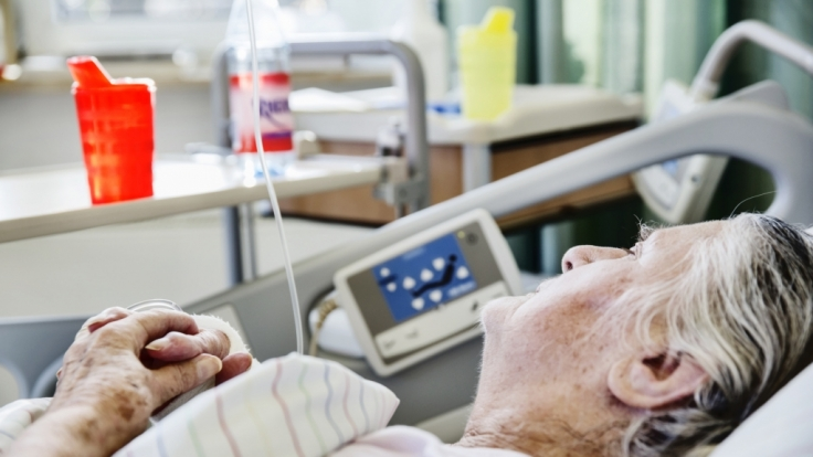 In einem Krankenhaus in München ist eine 90-jährige Patientin vergewaltigt worden. (Symbolbild) (Foto)