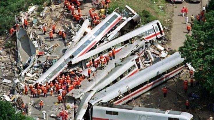 1998 kam es zu einem der schwersten Zugunglücke in Deutschland: 101 Menschen starben in dem entgleisten ICE bei Eschede.