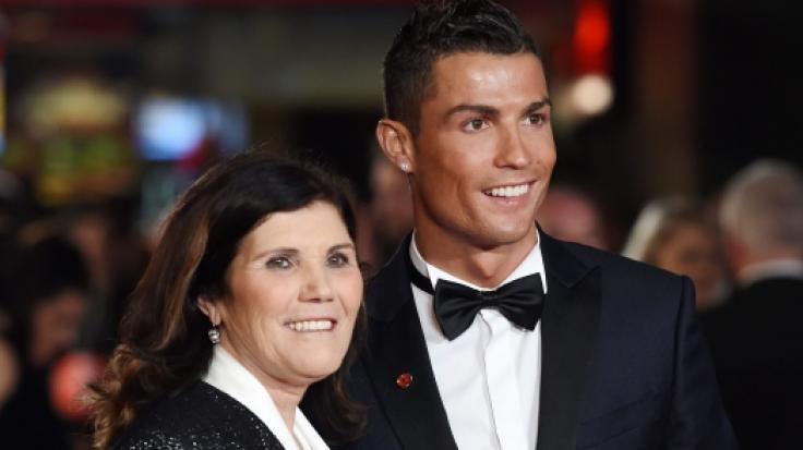 Cristiano Ronaldo mit seiner MutterDolores Aveiro. (Foto)