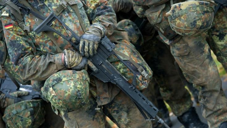 Ein Bundeswehrsoldat soll einen fremdenfeindlichen Anschlag geplant haben (Symbolbild). (Foto)