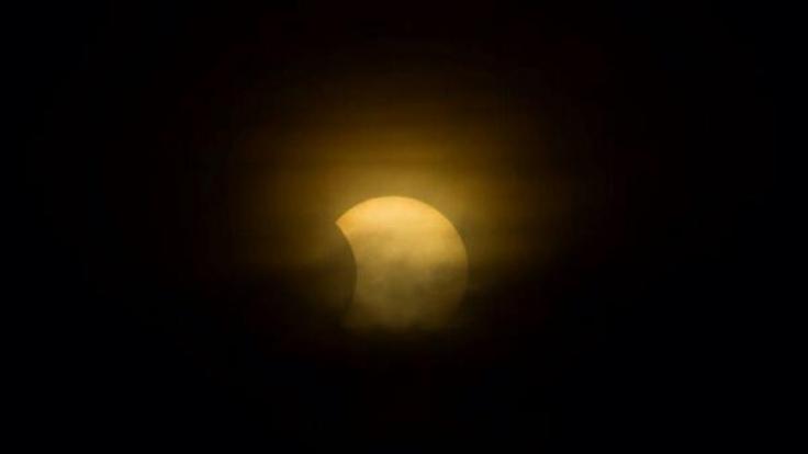 Diesen Blick erhaschte Twitter-User @sash137 auf die Sonnenfinsternis.