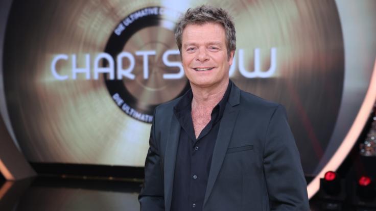 """Oliver Geissen geht in """"Die ultimative Chart Show"""" mit den 50 erfolgreichsten Sommerparty-Hits an den Start. (Foto)"""