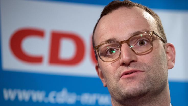 Jens Spahn will für das neue Pflegepaket Kinderlose mehr belasten.